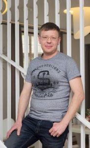 специалист по обработке материалов Олег Коровкин