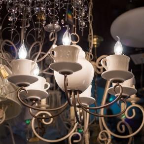 Дизайнерский свет в деревянном доме